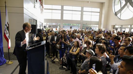 Democratic National Committee Chairman Tom Perez address a crowd at the California party convention in May. (Jay L. Clendenin / Los Angeles Times)