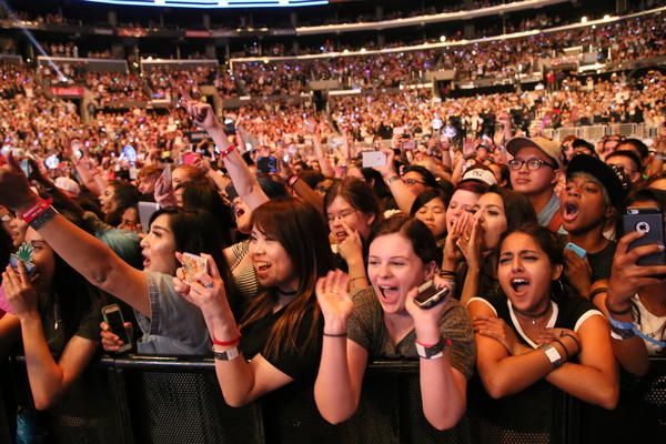 Fans at KCON in L.A. in 2016. (CJ / E&M)