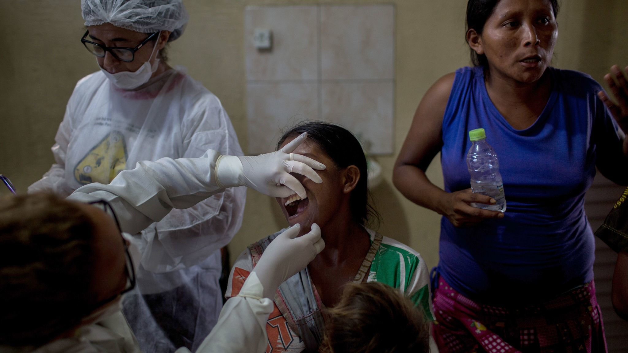 The prefecture of Manaus has set up a health clinic so Warao Indians can get medical examinations.