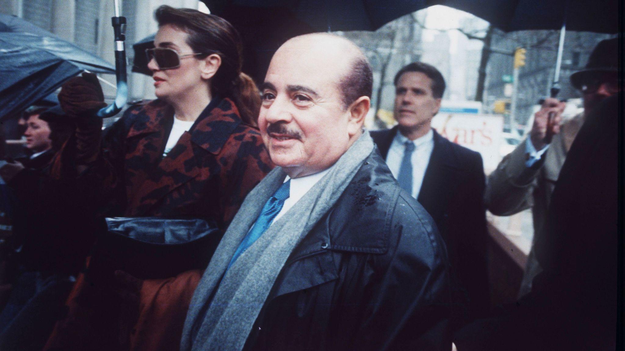 adnan khashoggi wealthy arms dealer and irancontra
