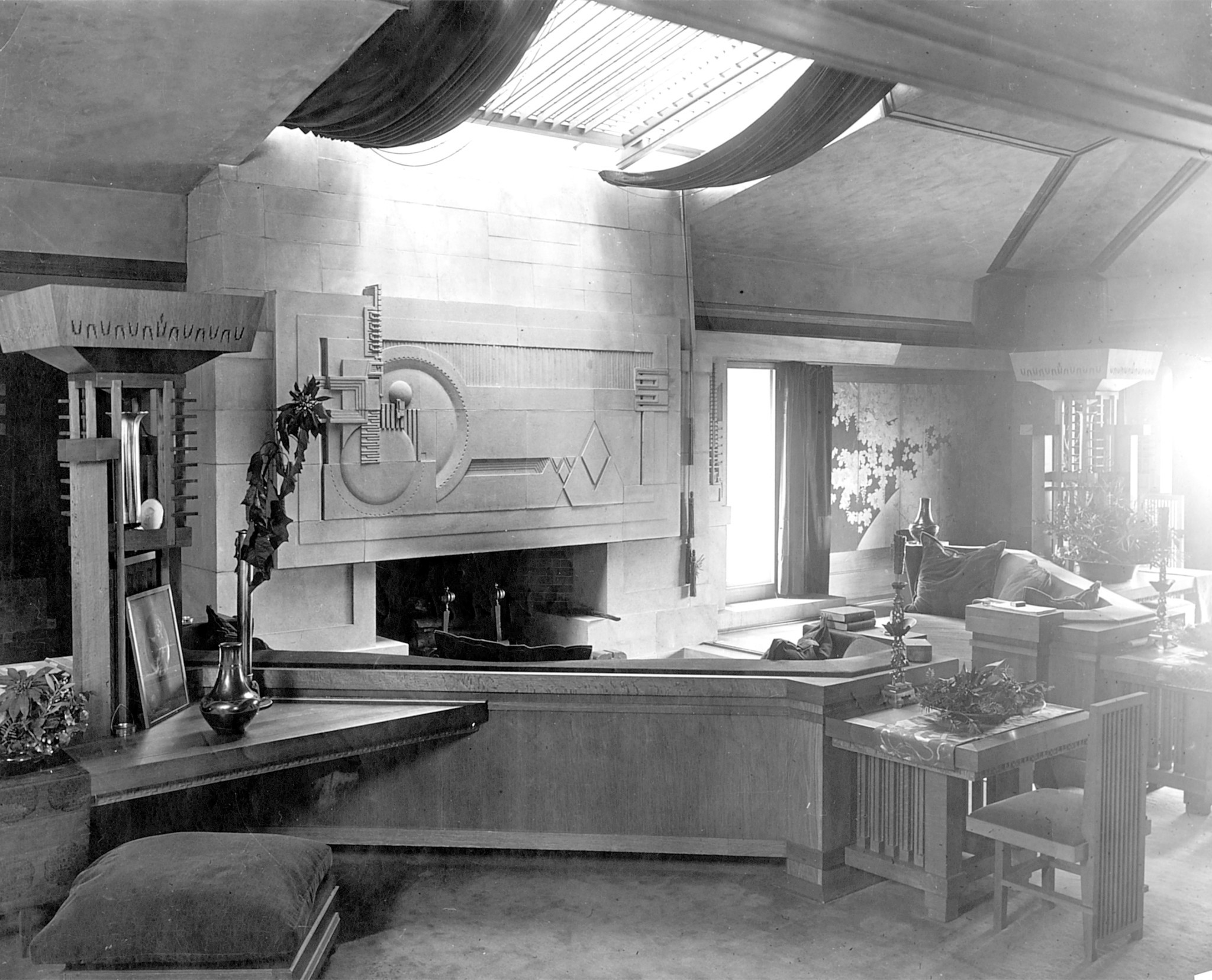 Hollyhock House in 1927.