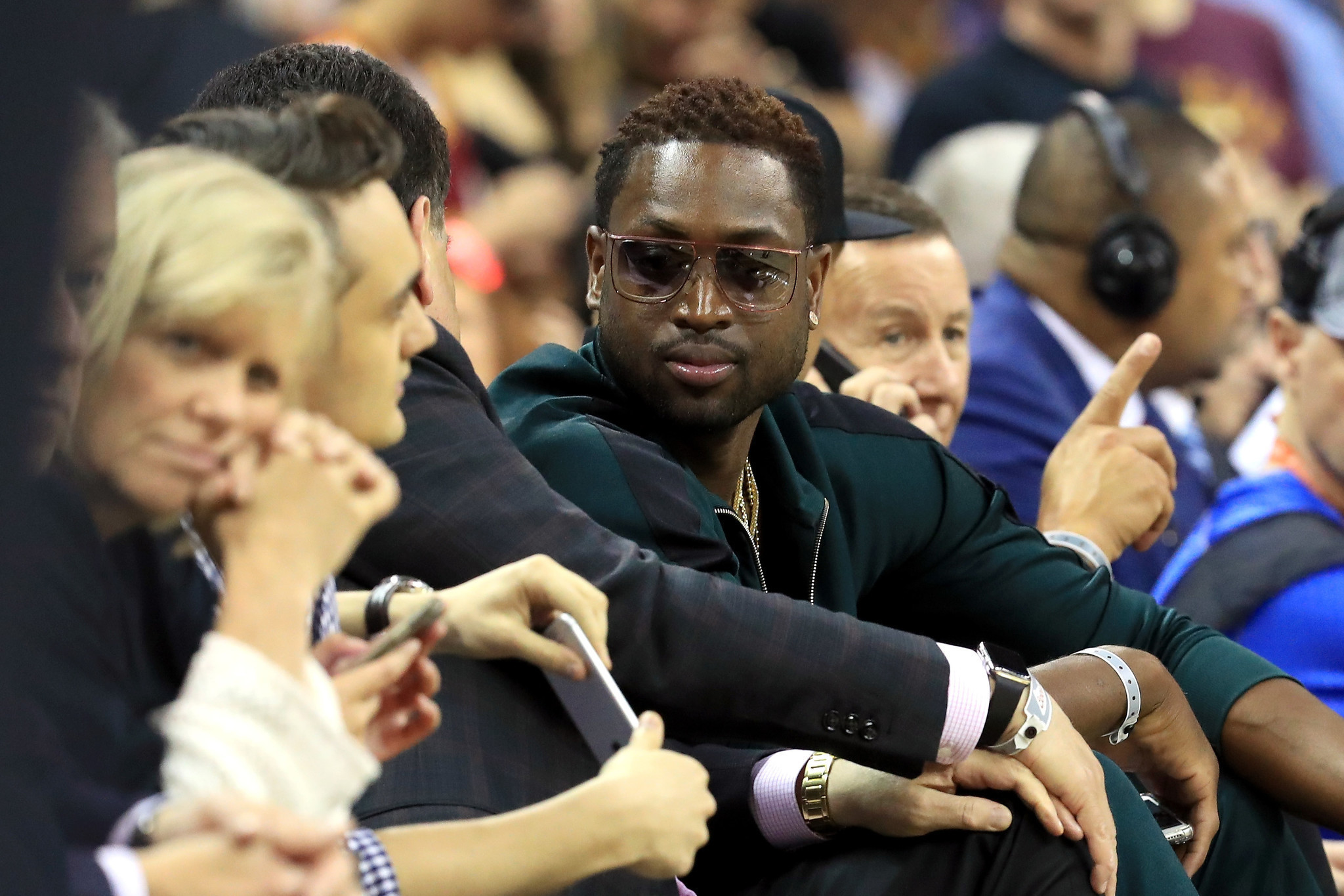 Dwyane Wade meets with Bulls management, talks future ...