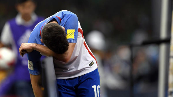 U.S. forward Christian Pulisic reacts after missing a goal opportunity against Mexico on Sunday. (Alfredo Estrella / Associated Press)