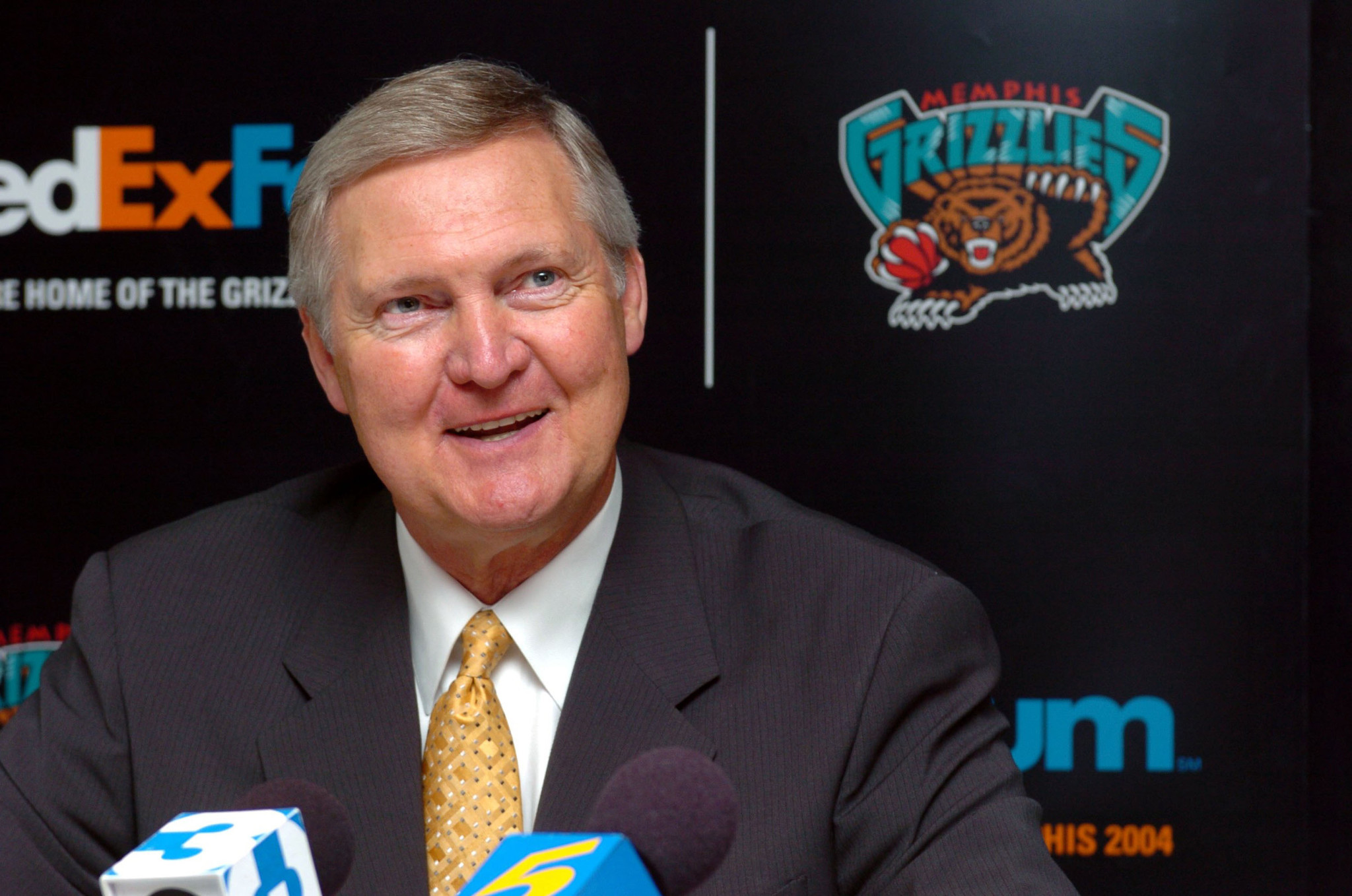 How about bringing Warriors executive Jerry West to the Bulls