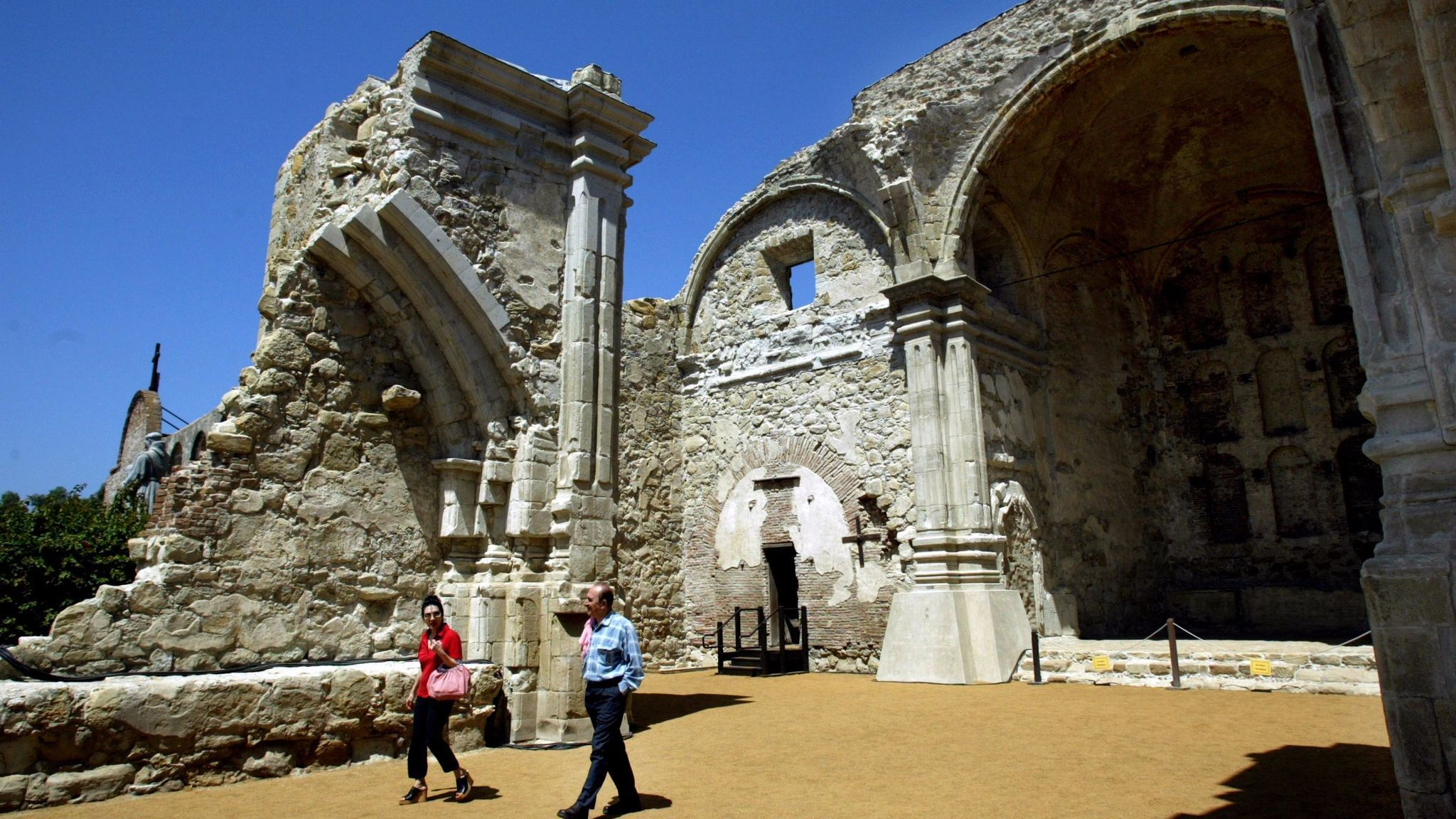 The Great Stone Church at Mission San Juan Capistrano was destroyed by a magnitude 7.5 earthquake in 1812, believed to have resulted from a joint rupture of the San Jacinto and San Andreas faults. More than 40 people attending Mass died.