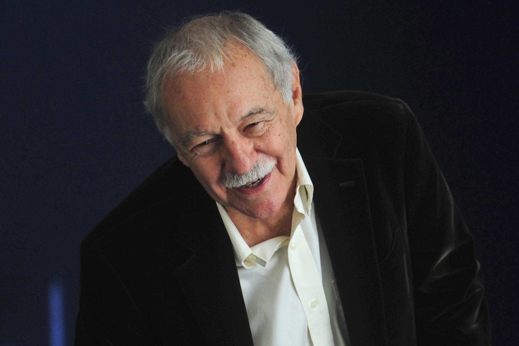 Autor español Eduardo Mendoza gana premio Cervantes 2016 ...
