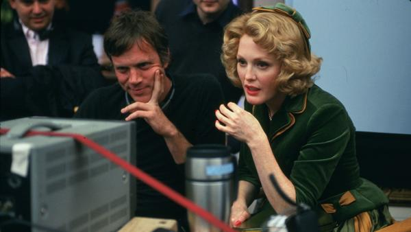 """Director Todd Haynes and actress Julianne Moore on the set of """"Far From Heaven,"""" a Focus Features release."""