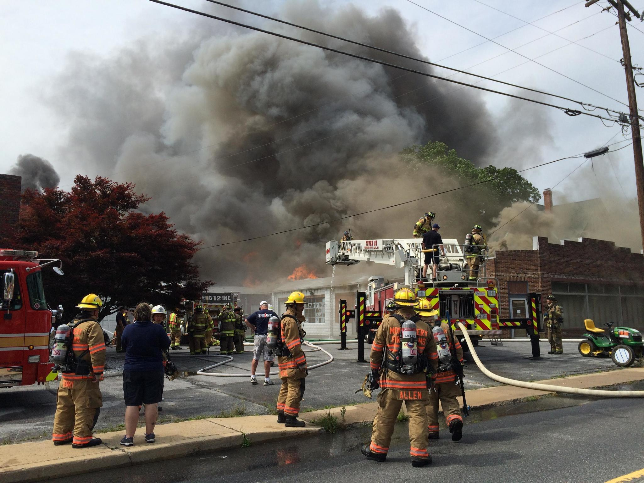 Crews battle 2 alarm blaze in mount airy carroll county for Mont airy
