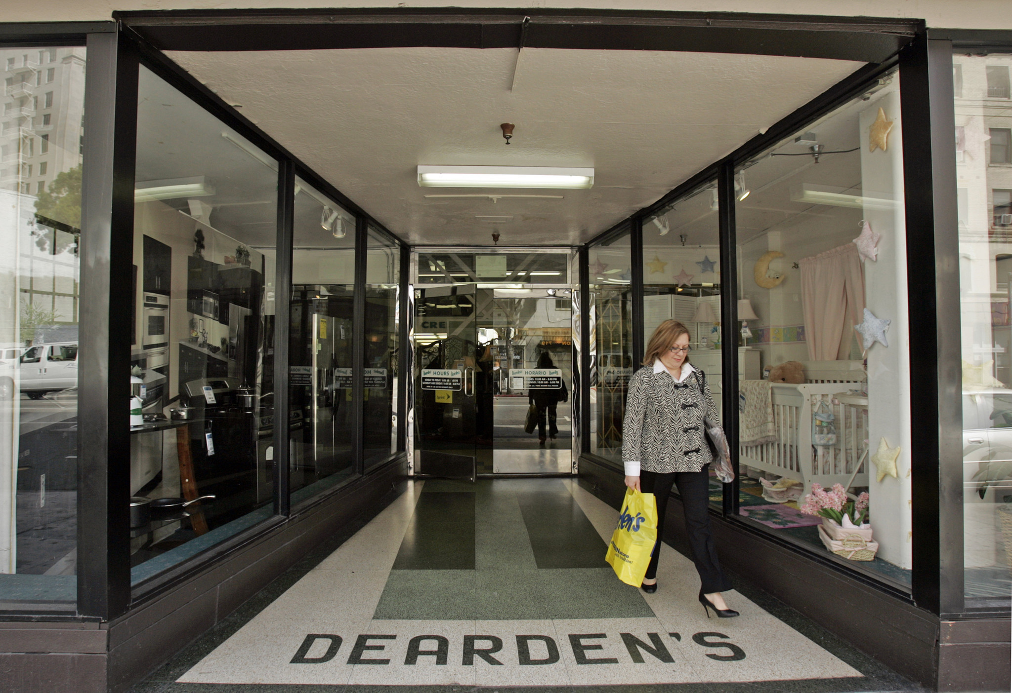 Great Deardenu0027s Furniture Stores To Close After 108 Years In Los Angeles Area    LA Times