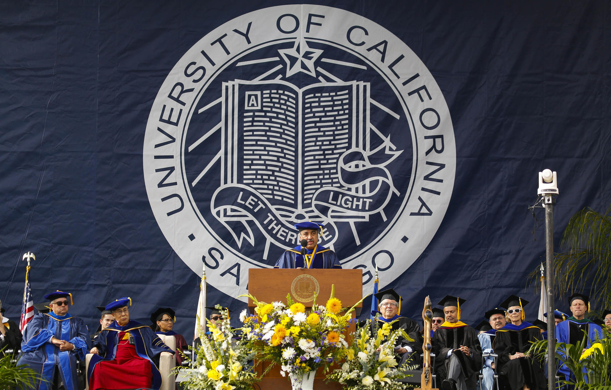Dalai Lama speaks at UC San Diego graduation