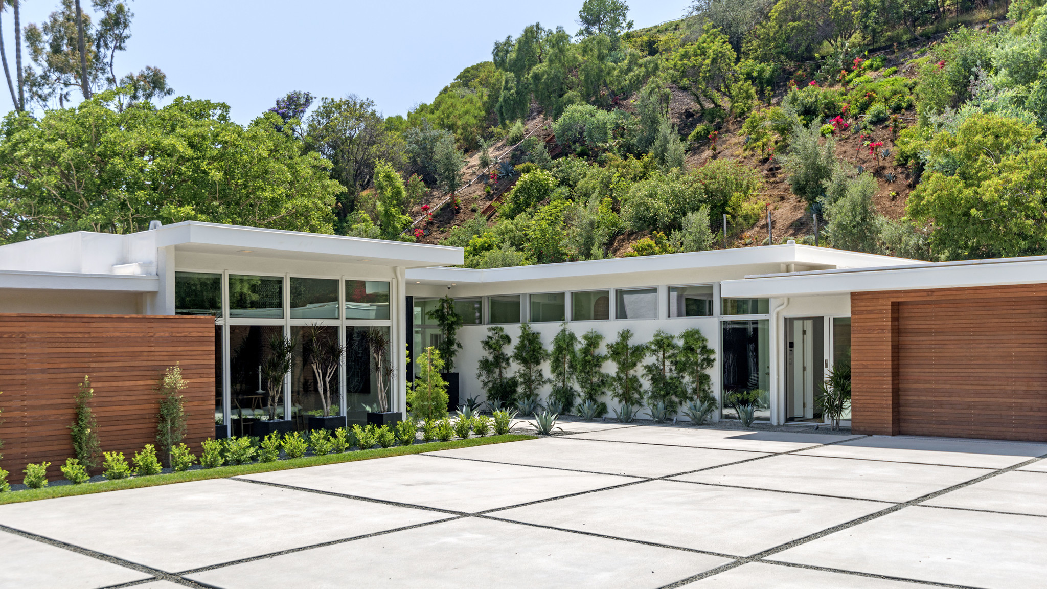 Cindy Crawford adds a stylish Beverly Hills flip to her home