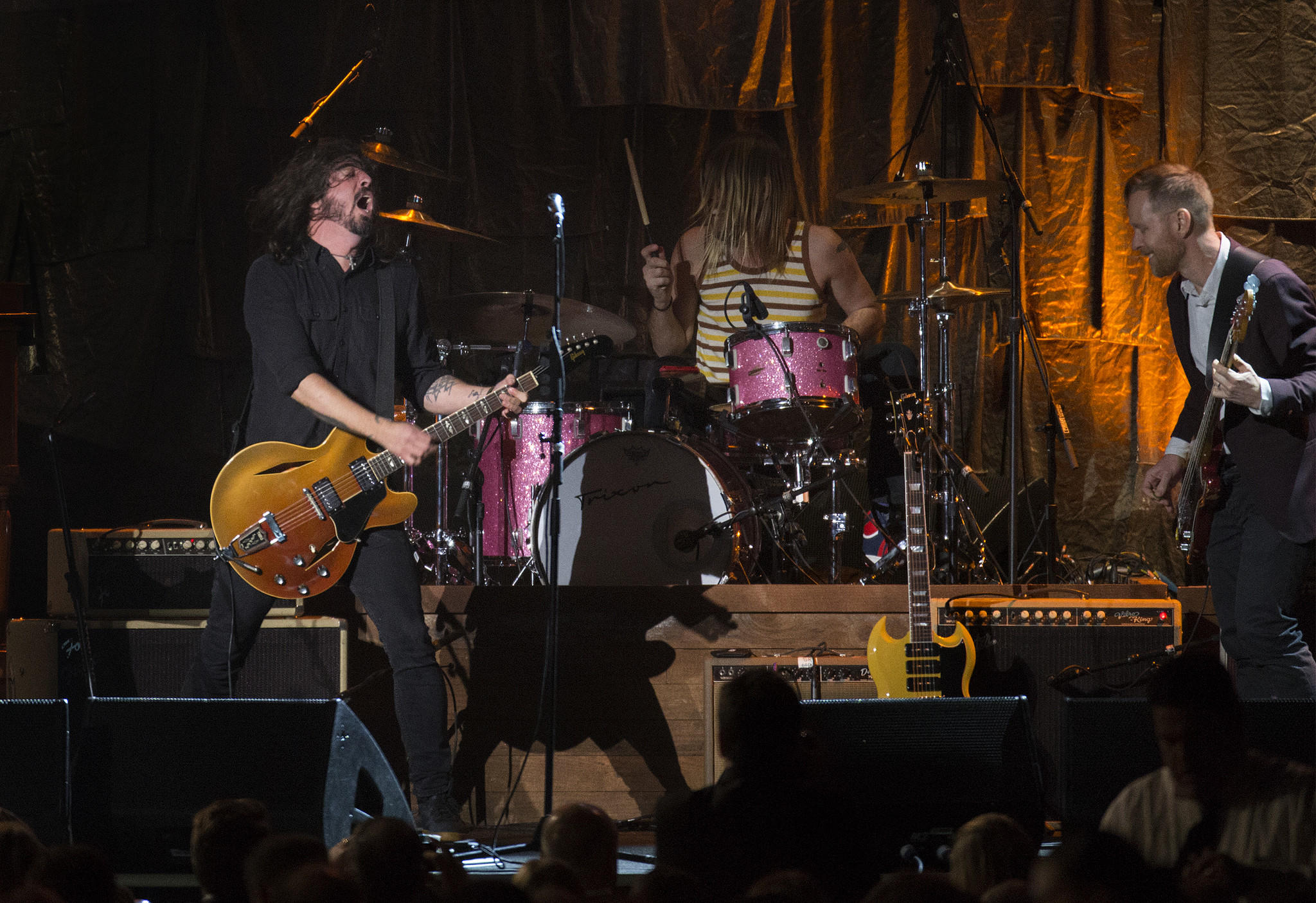 Watch Dave Grohl's 8-year-old daughter play with Foo Fighters