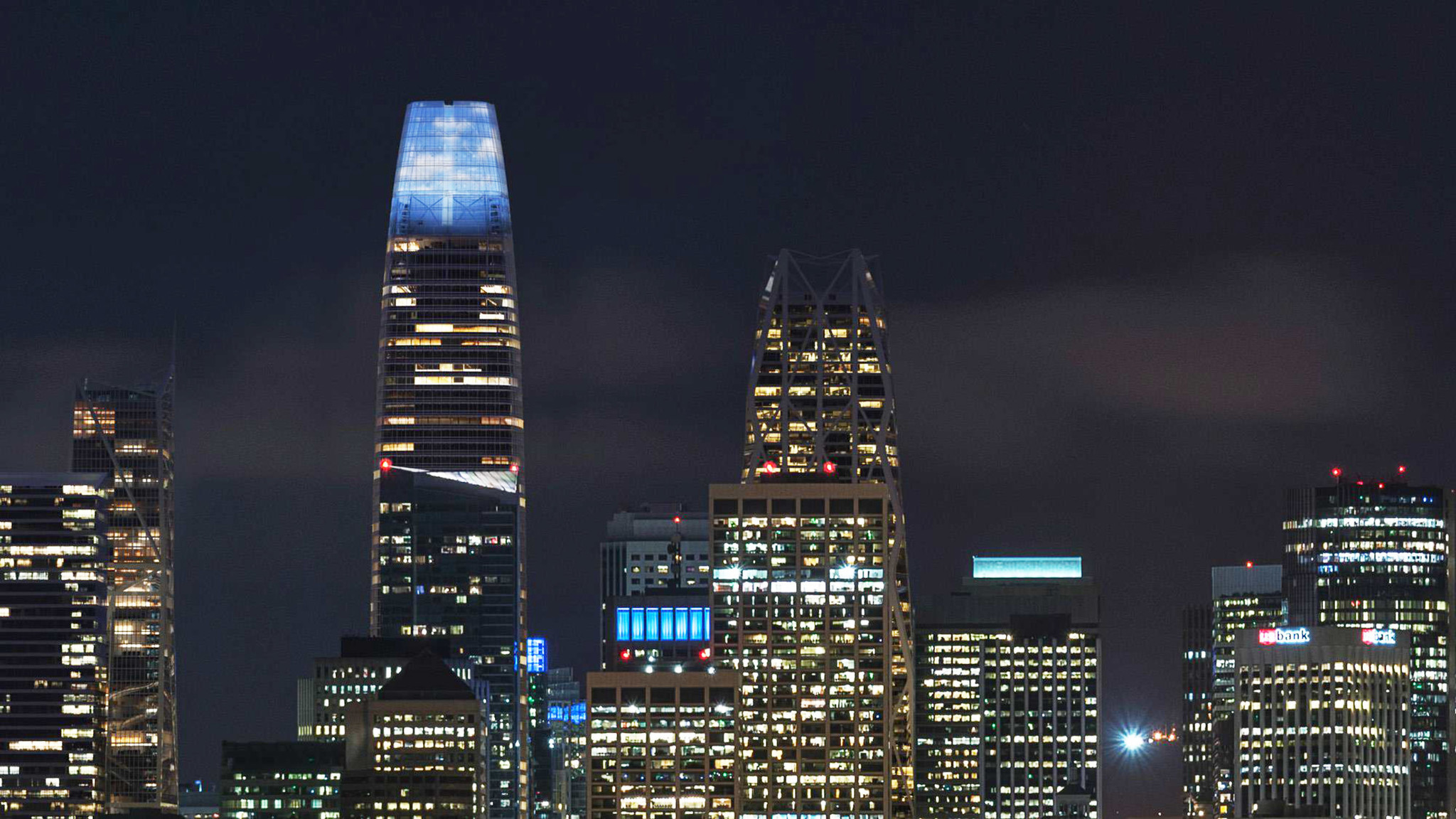Artist's rendering of the nine-Story LED light sculpture atop the Salesforce Tower in San Francisco.