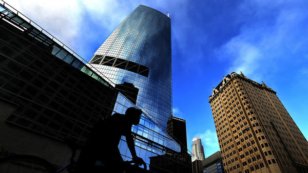 Wilshire Grand Center, tallest skyscraper in the West, debuts in downtown Los Angeles