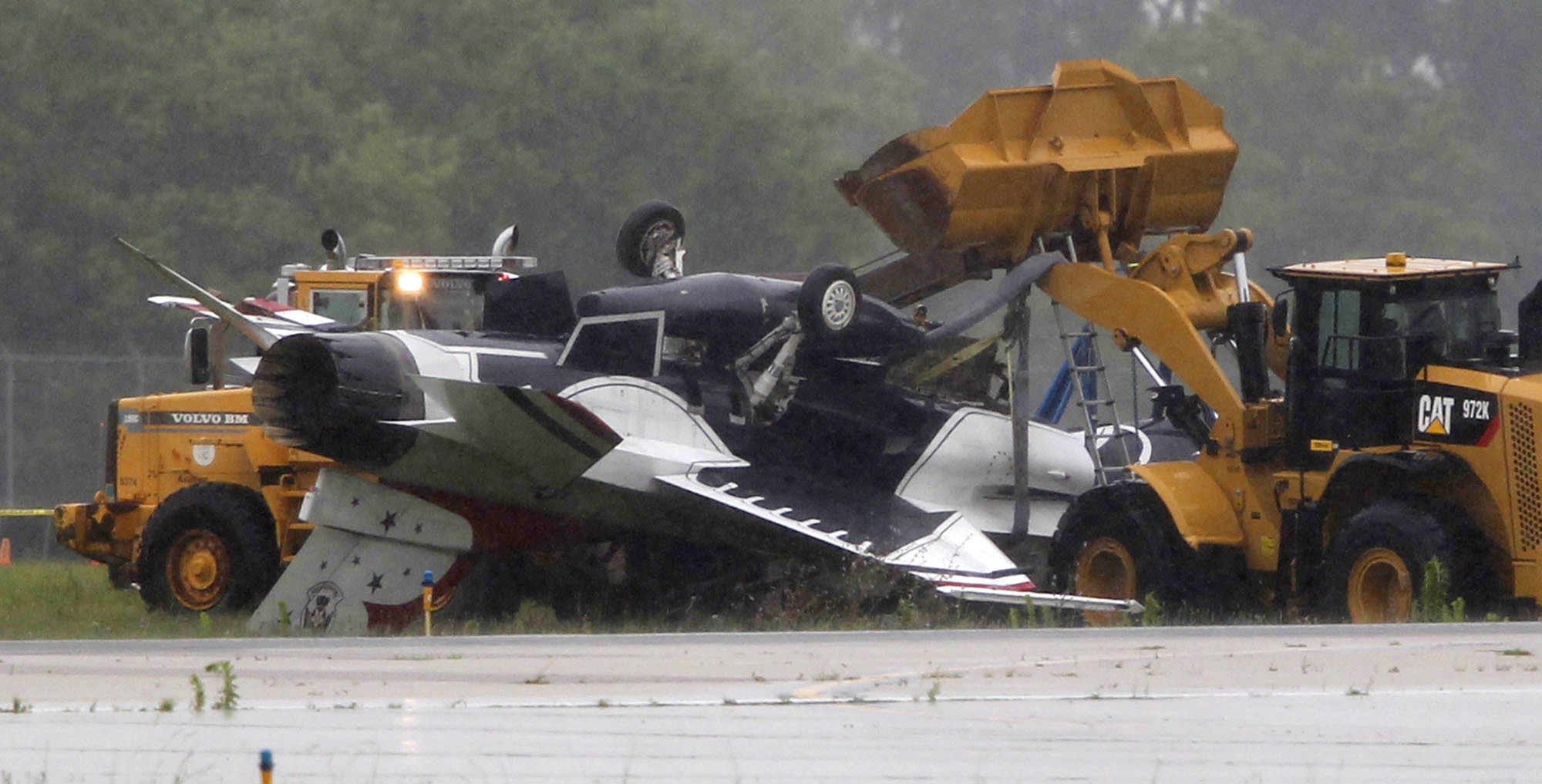 Air Force fighter jet skids off runway, flips over, traps two inside in Ohio