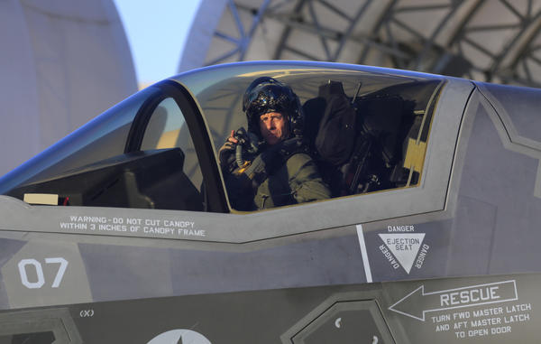 Marine Corps allows F-35 jets back in the sky