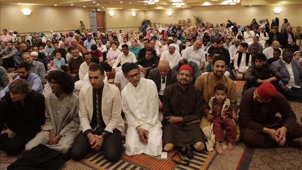 Muslims across Southern California mark the end of Ramadan with prayers, celebrations and food