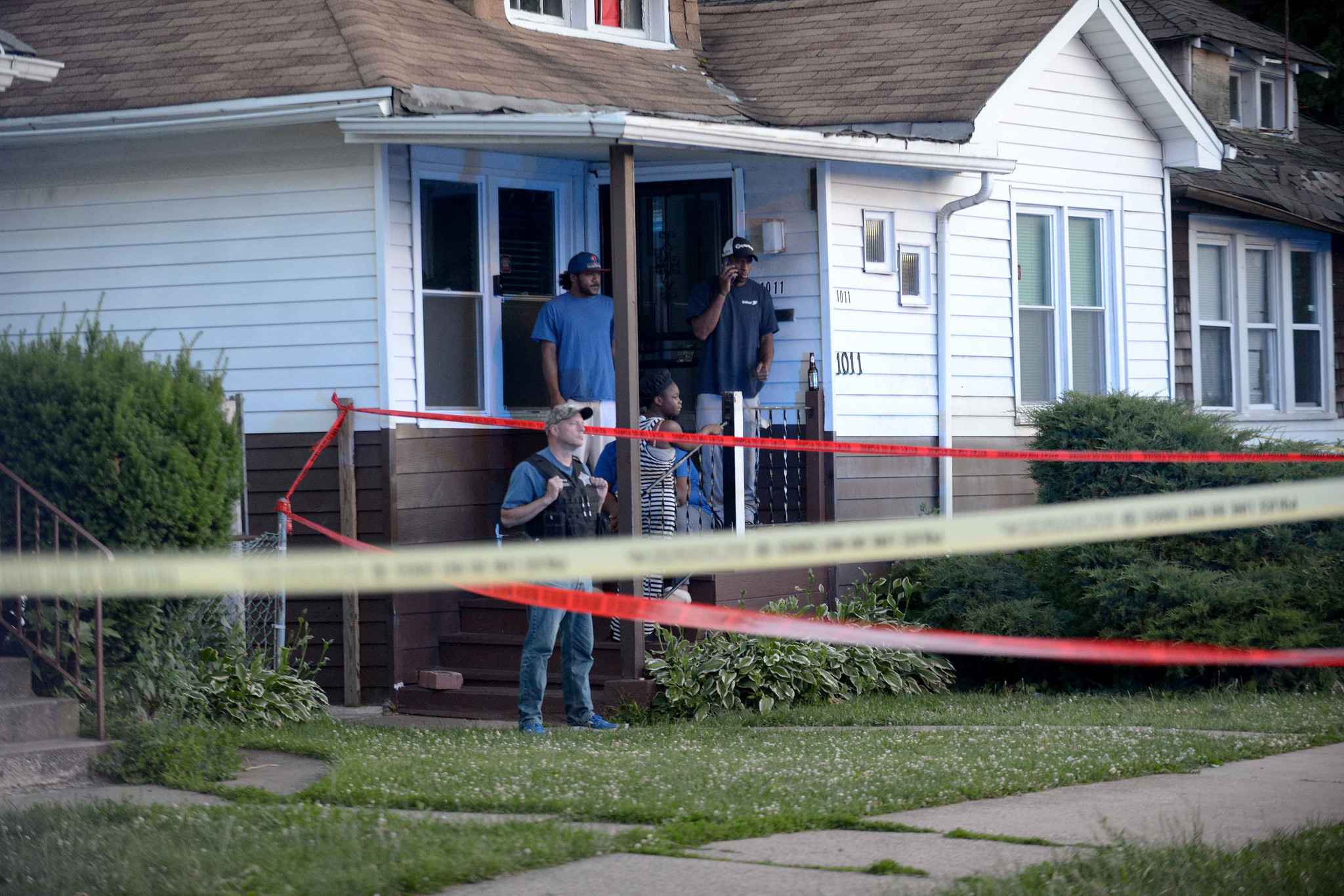 Boy 13 shot dead in backyard near Far South Side home: 'I couldn't even make it in time to see him'