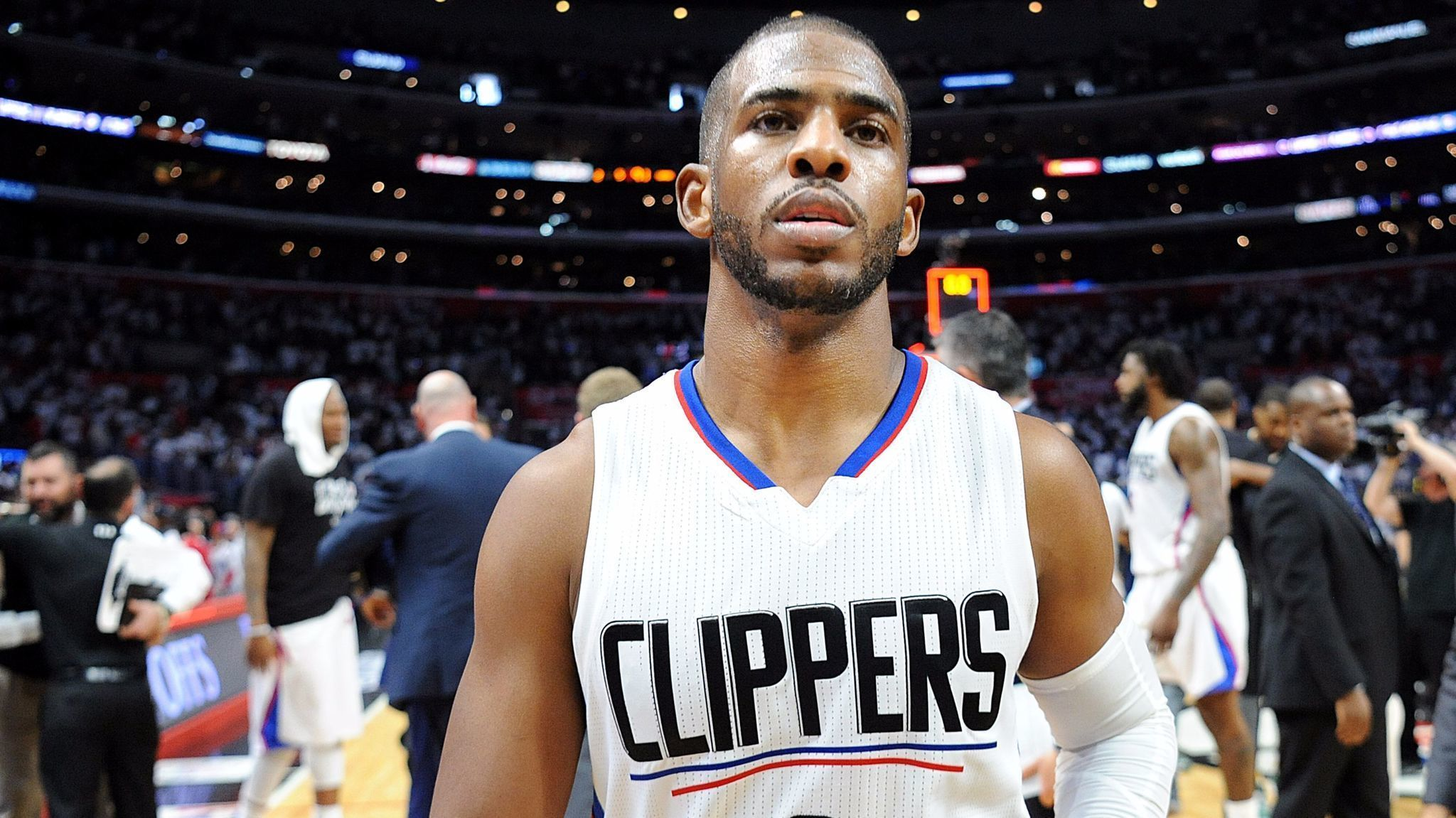 clippers trade chris paul to rockets la times