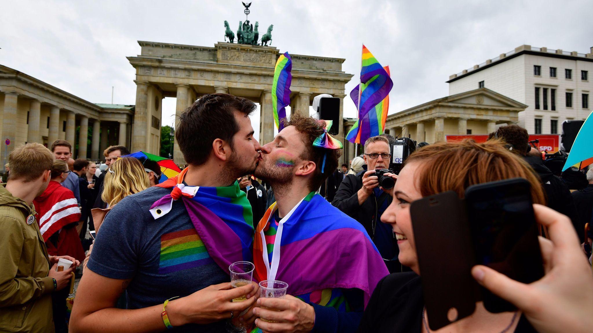 German parliament legalizes same-sex marriage unions 30.06.2017 8