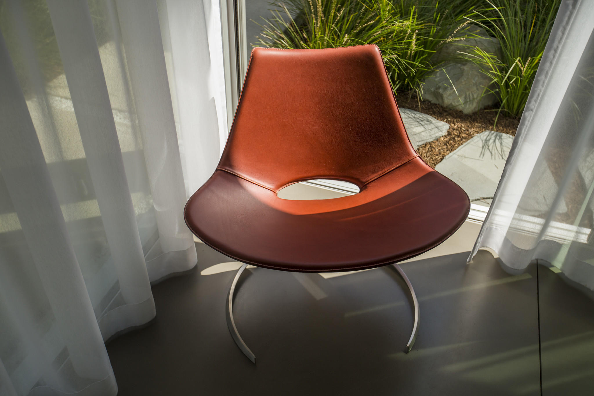 Named after the Turkish word for sword, the Scimitar reading chair was manufactured from original technical drawings from the 1960s, made in Denmark and stitched in Italy.