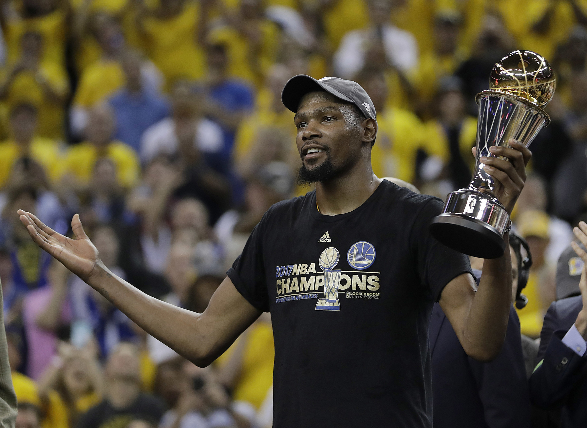 Kevin Durant agrees to 2-year deal to remain with Warriors: AP source - Chicago Tribune