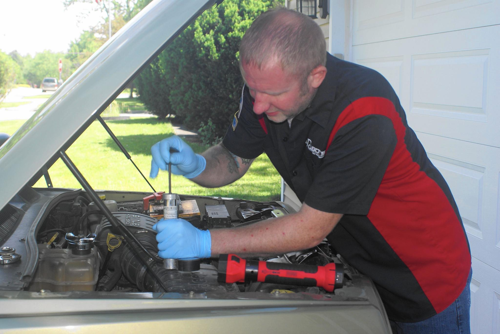 Mechanic Quotes Adorable Mobile Mechanics Diagnose And Fix Cars At Owners' Homes  Chicago
