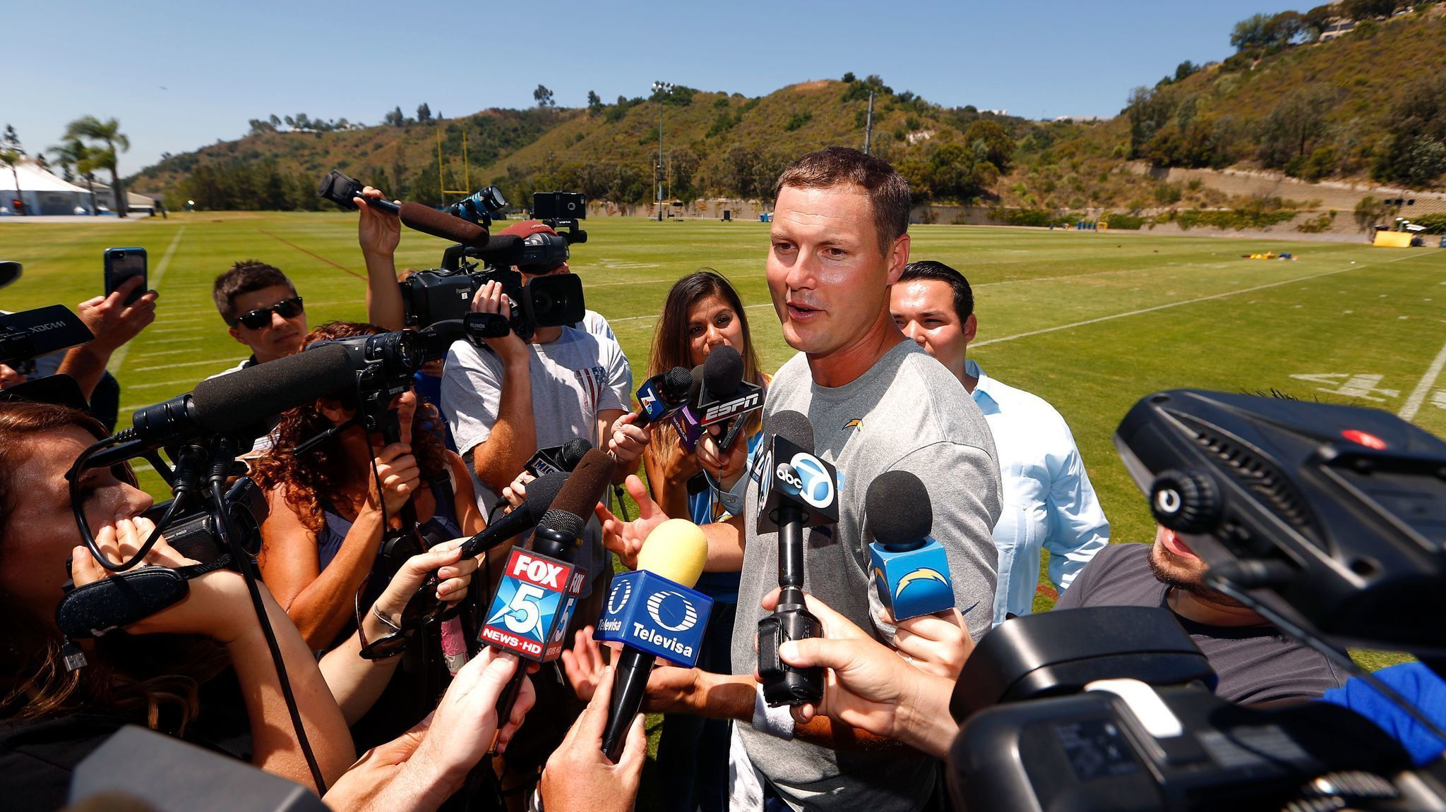 Chargers Will Contend In Afc West Padres Found Gem In
