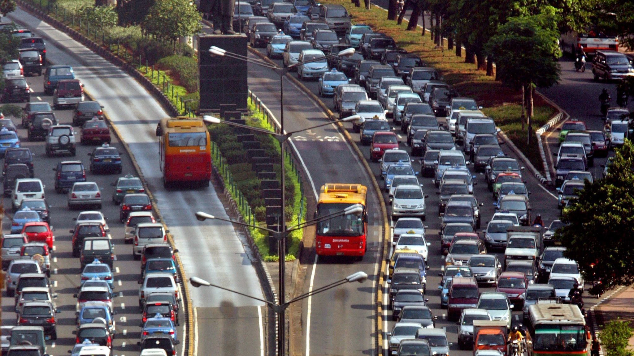 Carpool Lane Rules >> Policy change in Jakarta accidentally teaches drivers the ...