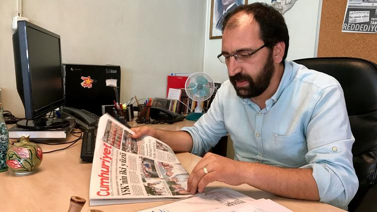 Atakan Sonmez, Cumhuriyet's online news editor, says advertisers have deserted the paper as the Turk