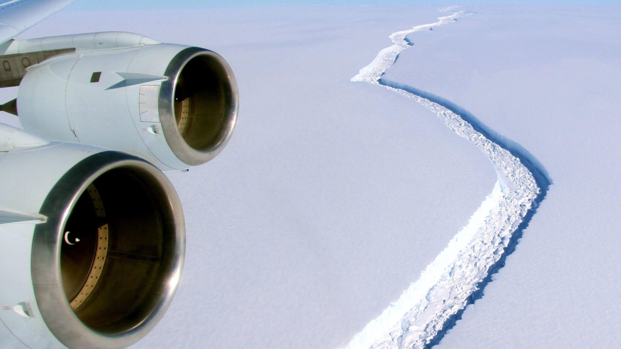 An iceberg the size of Delaware just broke off the Antarcticaice shelf
