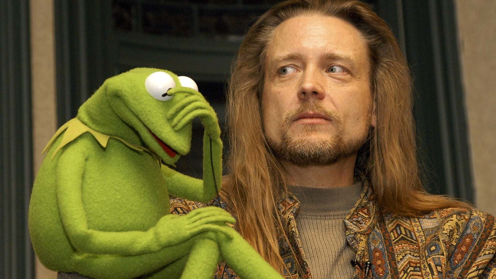 Steve Whitmire is shown with Kermit the Frog in 2003. (Lawrence Lucier / Getty Images)