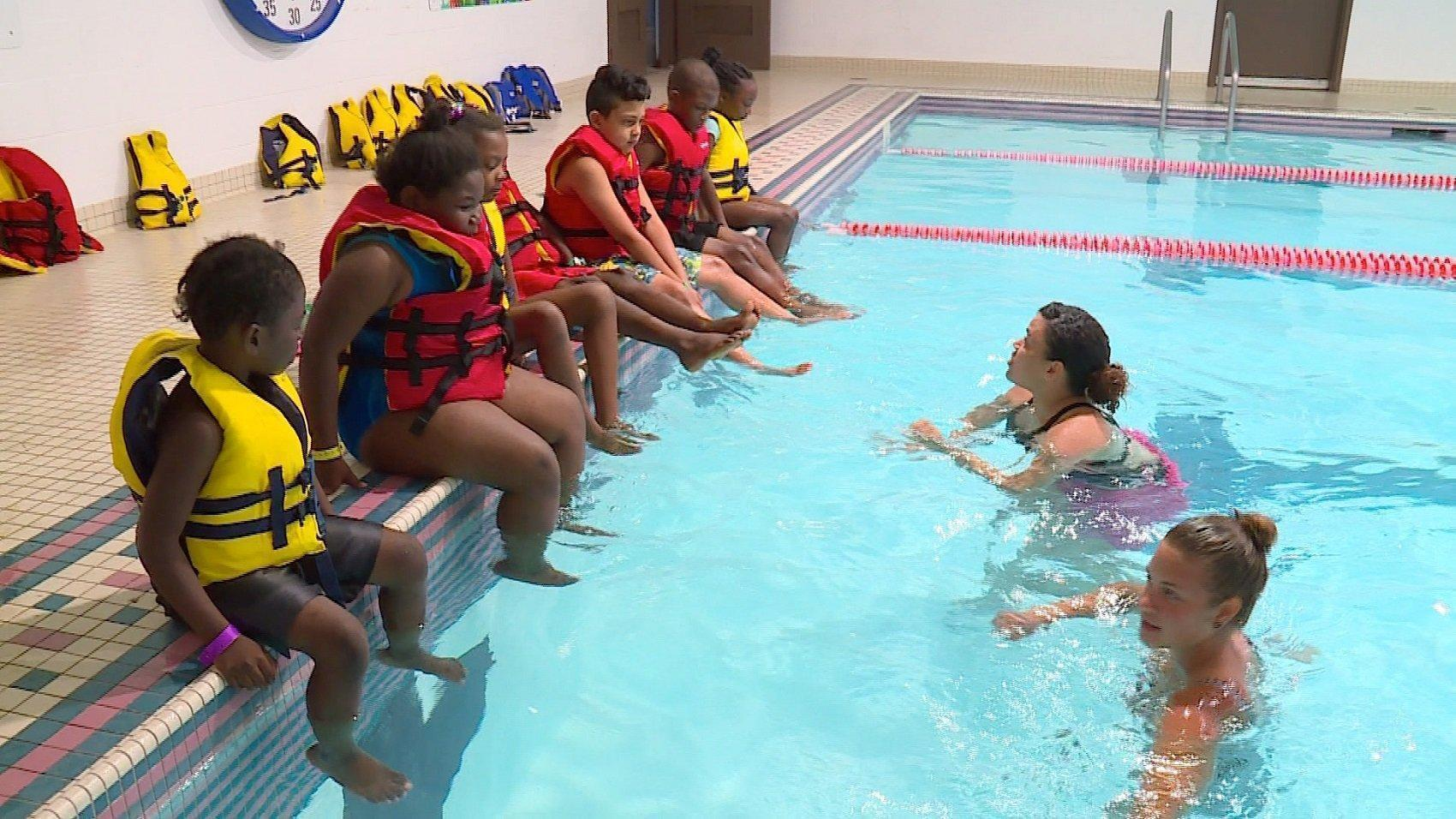 Drowning statistics prompt free ymca program for hartford kids hartford courant for Ymca manila swimming pool rates