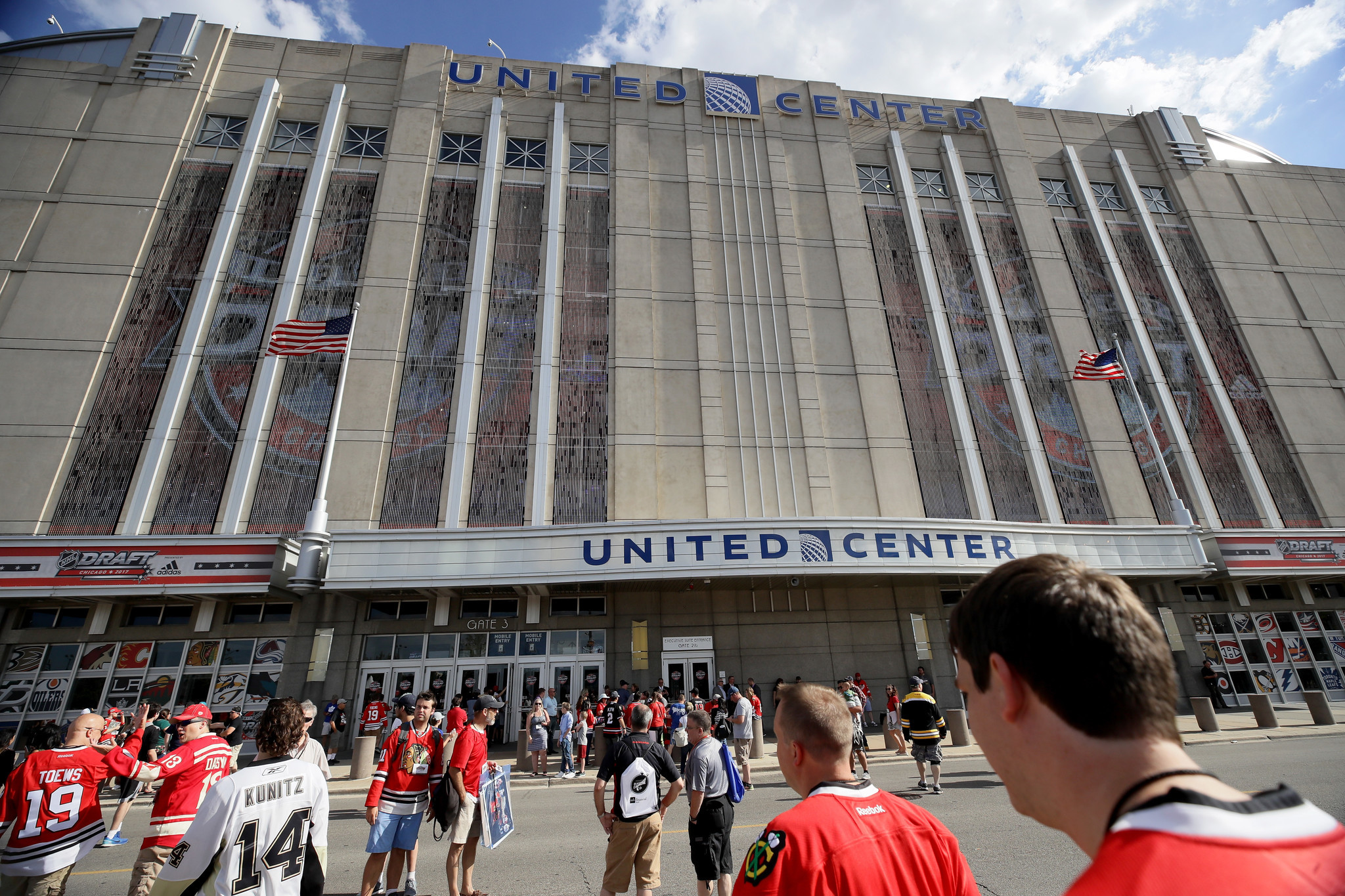 City workers gave out free street parking to friends during Blackhawks, Bulls games