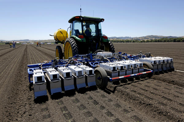 A shortage of farm labor has exposed a tech gap, leaving California to wonder if machines can pick strawberries, lettuce, and other crops
