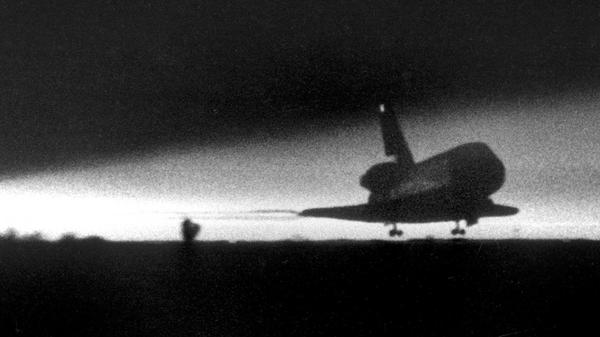 From the Archives: Predawn landing for space shuttle Columbia