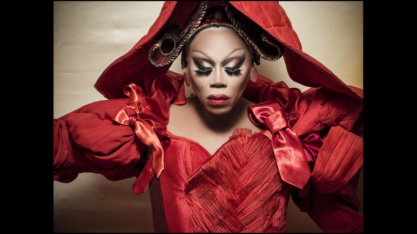 RuPaul. (Behind-the-scenes imagery from the 2018 Pirelli Calendar by Tim Walker / Alessandro Scotti)