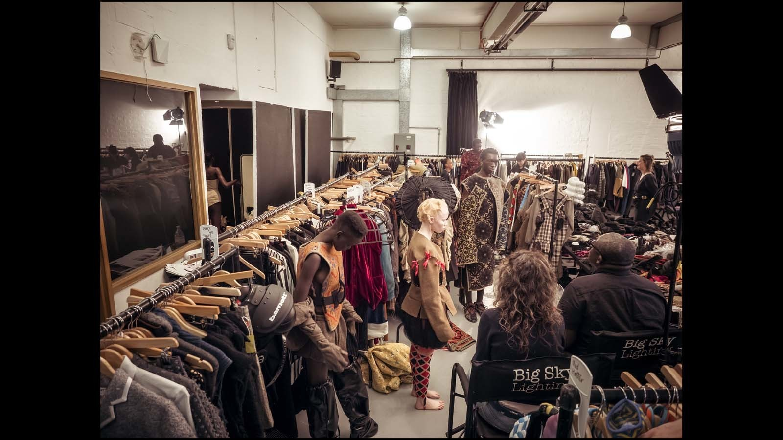(Behind-the-scenes imagery from the 2018 Pirelli Calendar by Tim Walker / Alessandro Scotti)