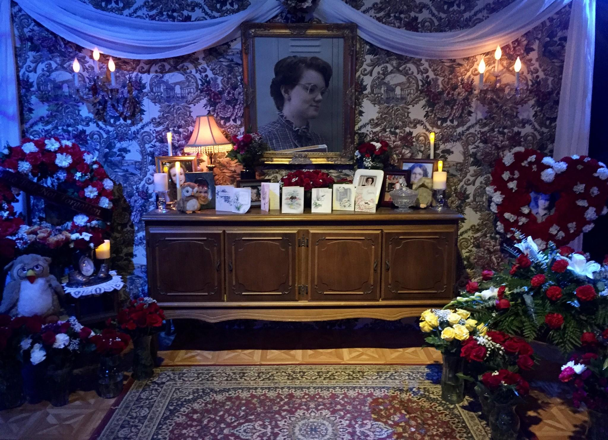 justiceforbarb lives on at comic con jen yamato los angeles times - Stranger Things Christmas Decorations