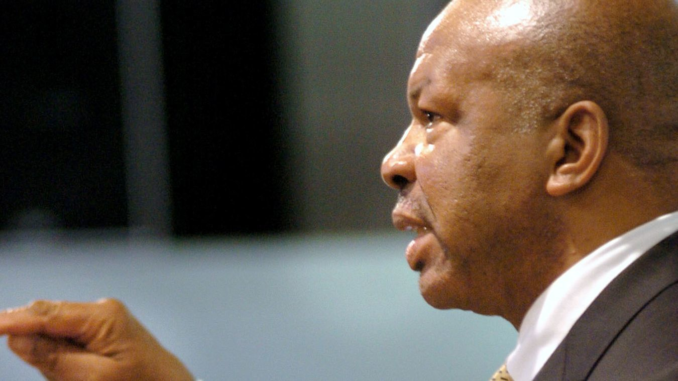 Cummings plans to return to work during August recess