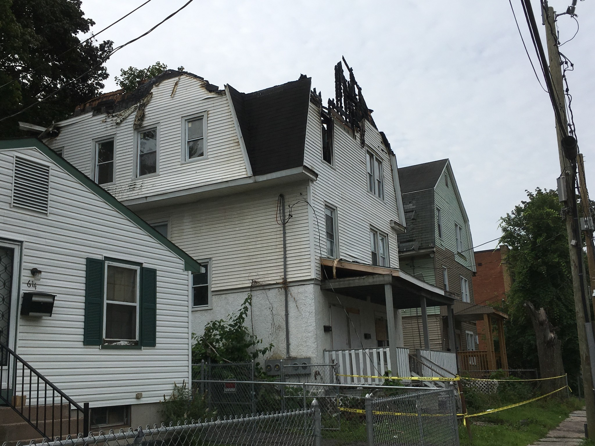 Fire burns away roof of vacant hartford home ct now for The hartford house