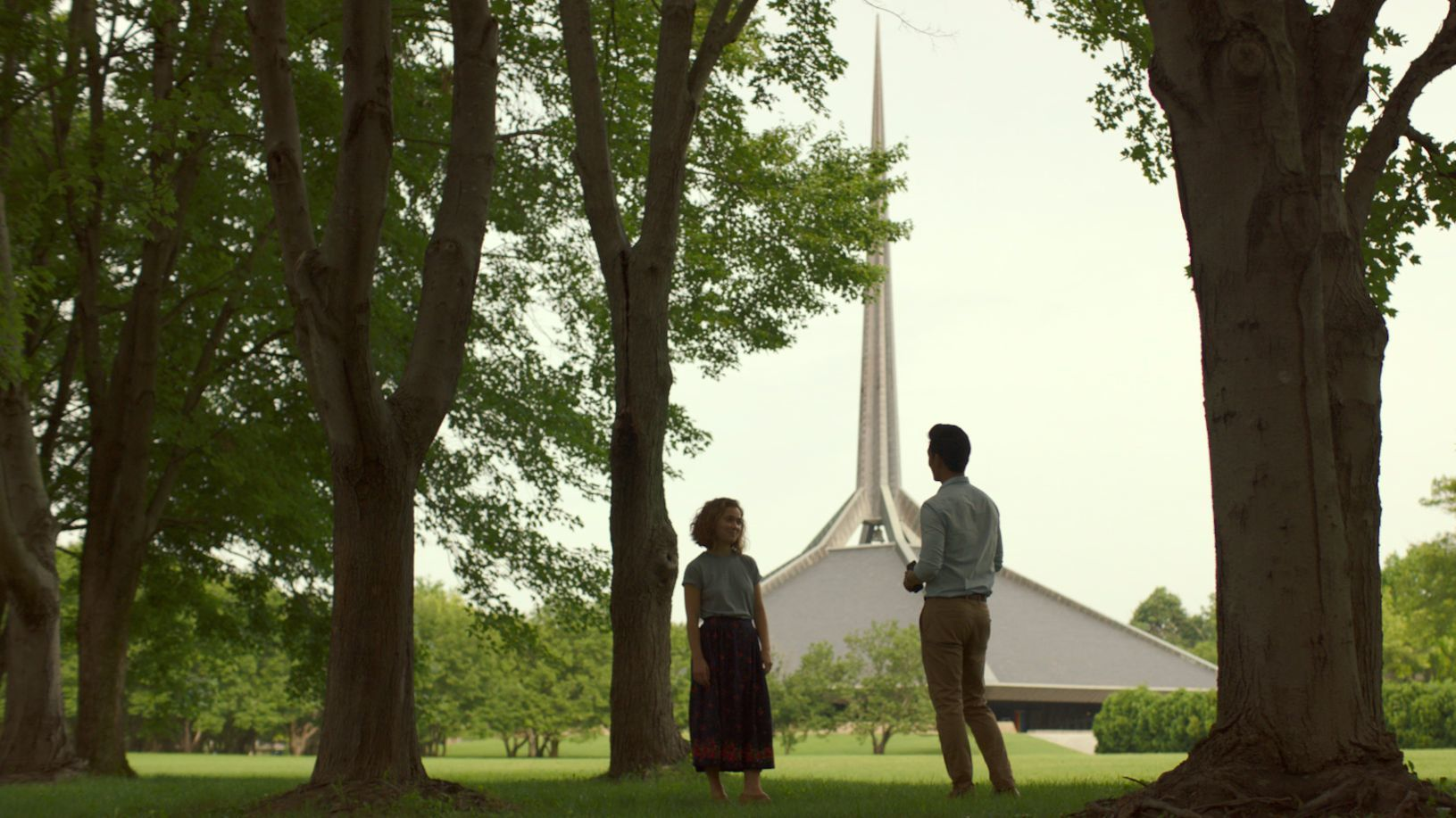 Actors Haley Lu Richardson and John Cho against the backdrop of the North Christian Church by architect Eero Saarinen. (Elisha Christian/Superlative Films)