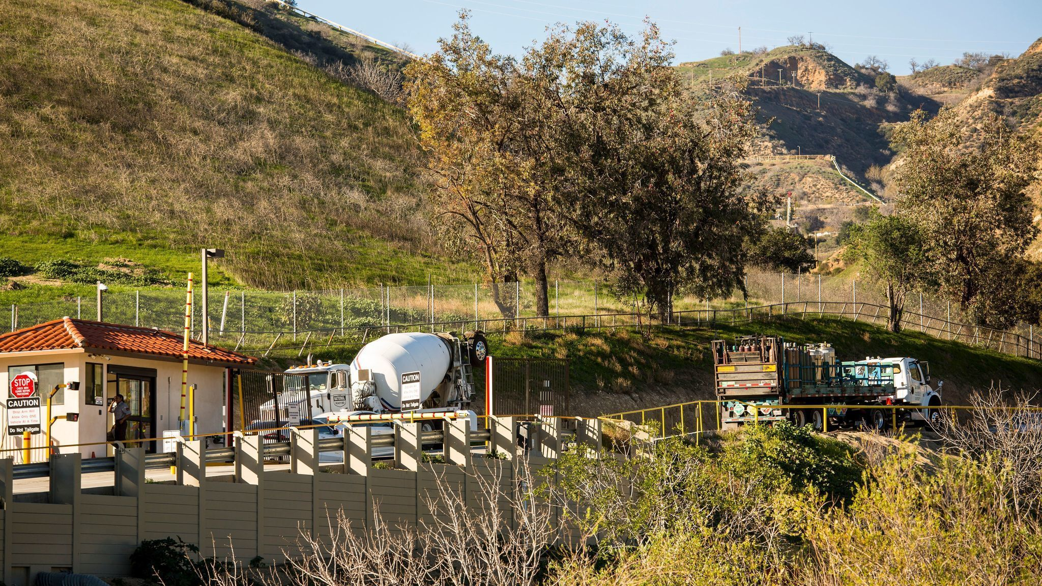 gas utility resumes injections at aliso canyon despite