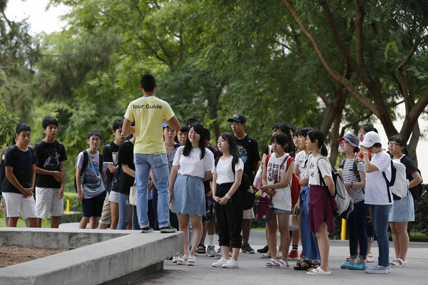 A tour guide leads a group of students around the UC Irvine campus Wedensday. (Allen J. Shcaben / Los Angeles Times)