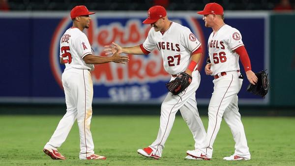 Angels just keep pecking away at .500 with series sweep over Phillies