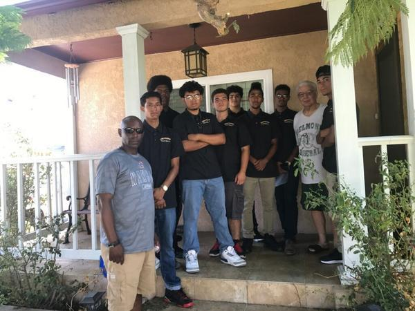 Hawthorne football players introduce themselves to their ...