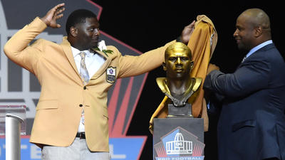 LaDainian Tomlinson gives powerful speech during Pro Football Hall of Fame induction