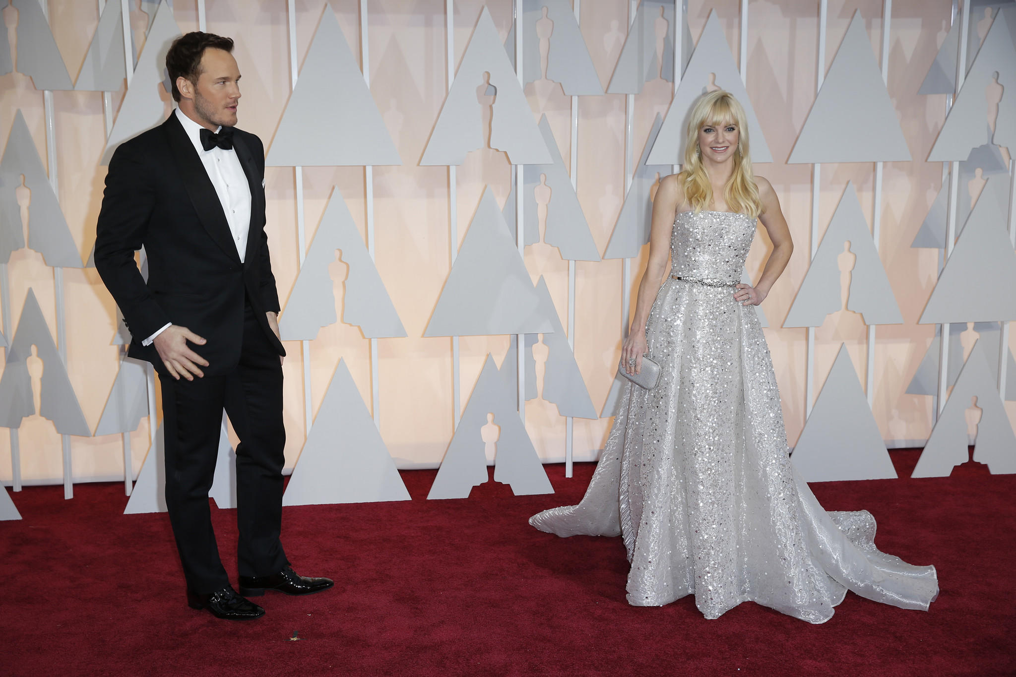 Kristen Bell gives advice to fans of Anna Faris and Chris Pratt