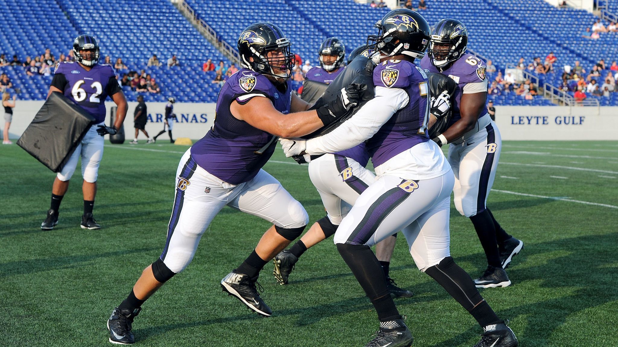 Bs-sp-james-hurst-competing-with-austin-howard-for-ravens-right-tackle-job-20170807