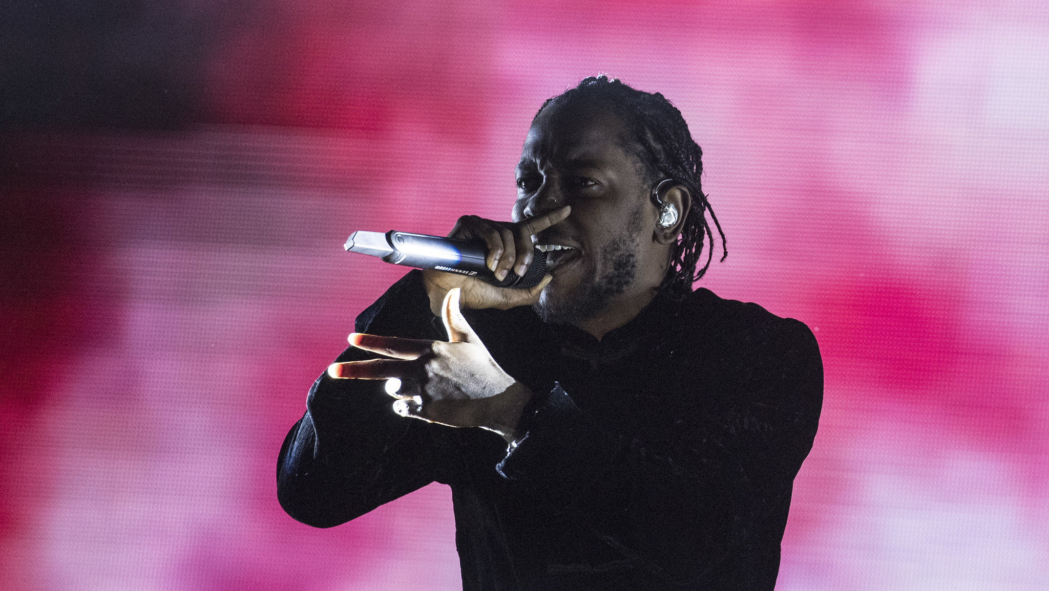 Kendrick lamar was a superstar in life size at staples center la times